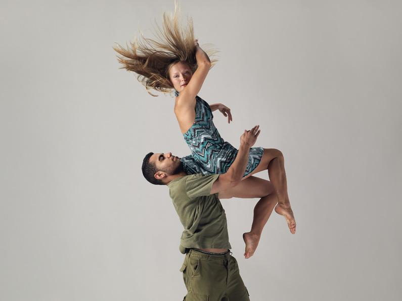 """Arash Khakpour & Thoenn Glover. """"OddEssay 114"""" Kinesis Dance Somatheatro - Paras Terezakis. Photo: David Cooper"""